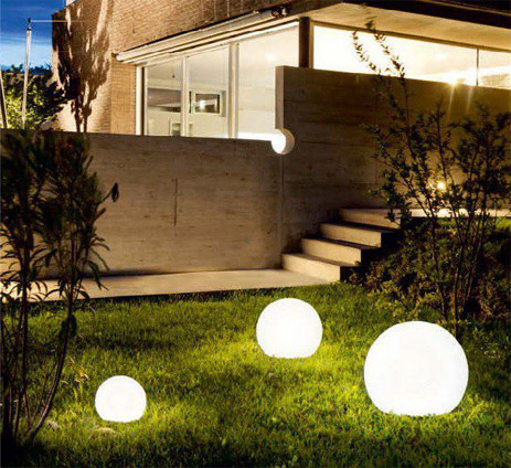 Nowoczesne lampy ogrodowe LED, oświetlenie zewnętrzne do